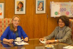 La vicerrectora de Internacionalización, Mª Ángeles Serrano, se reúne en Argentina con la ministra de Desarrollo Social, Alicia Kirchner