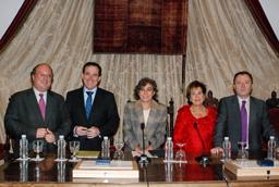 La Asociación de Antiguos Alumnos de la Universidad de Salamanca homenajea a Ángela Calvo y al presidente de MAPFRE