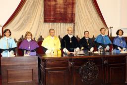El rector Daniel Hernández Ruipérez resalta la 'estabilidad institucional, la consolidación académica y la solvencia financiera' de la Universidad en la inauguración del curso 2013-2014
