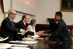 La Universidad de Salamanca y Banco Santander entregan 155 becas internacionales del curso 2014-2015