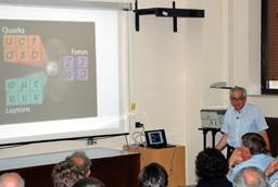 Francisco Fernández, catedrático del Departamento de Física Fundamental de la Usal, ofrece un seminario sobre el Bosón de Higgs