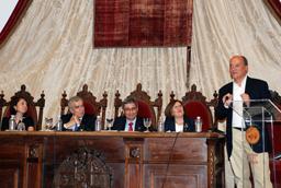El escritor Gustavo Martín Garzo imparte la conferencia de clausura del Programa de la Universidad de la Experiencia