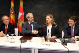 La Consejería de Hacienda y la Universidad de Salamanca firman un acuerdo para reubicar sedes administrativas que permitirá prestar mejores servicios y ampliar dos centros de salud