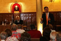 El catedrático de Economía Julio Pindado imparte una conferencia sobre cómo impulsar el desarrollo económico de nuestro entorno