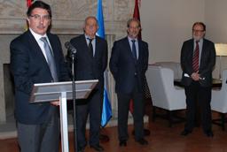 El ministro de Educación de Argentina, Alberto Sileoni, y el rector en funciones Daniel Hernández Ruipérez confirman la recuperación de la Cátedra Domingo Sarmiento de la Universidad de Salamanca