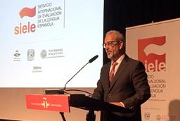 La Universidad de Salamanca, junto a la UNAM y al Instituto Cervantes, certificará a nivel mundial el grado de dominio del español
