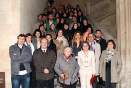 La vicerrectora de Estudiantes e Inserción Profesional, Cristina Pita, asiste a la inauguración de la exposición 'VII Enigmas para un emperador'