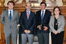 El rector expresa su satisfacción por la enmienda presentada al Proyecto de Ley de Presupuestos que pide el máximo tiempo y beneficios en las exenciones fiscales para el VIII Centenario de la Universidad de Salamanca