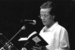 La escritora malagueña María Victoria Atencia se convierte en la primera poeta española en obtener el Premio Reina Sofía de Poesía Iberoamericana