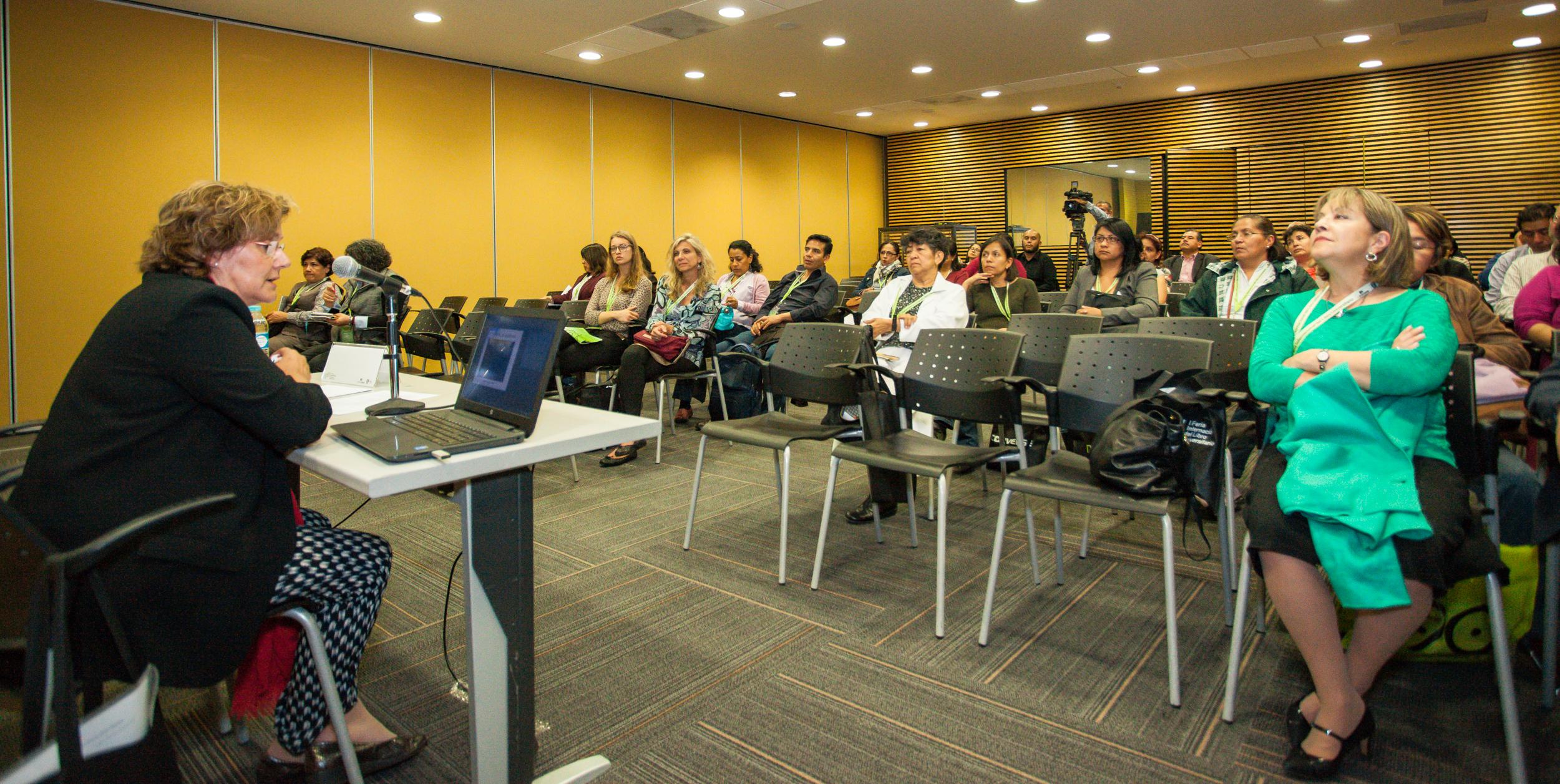 Margarita Becedas, directora de la Biblioteca General USAL, en su intervención en FILUNI.