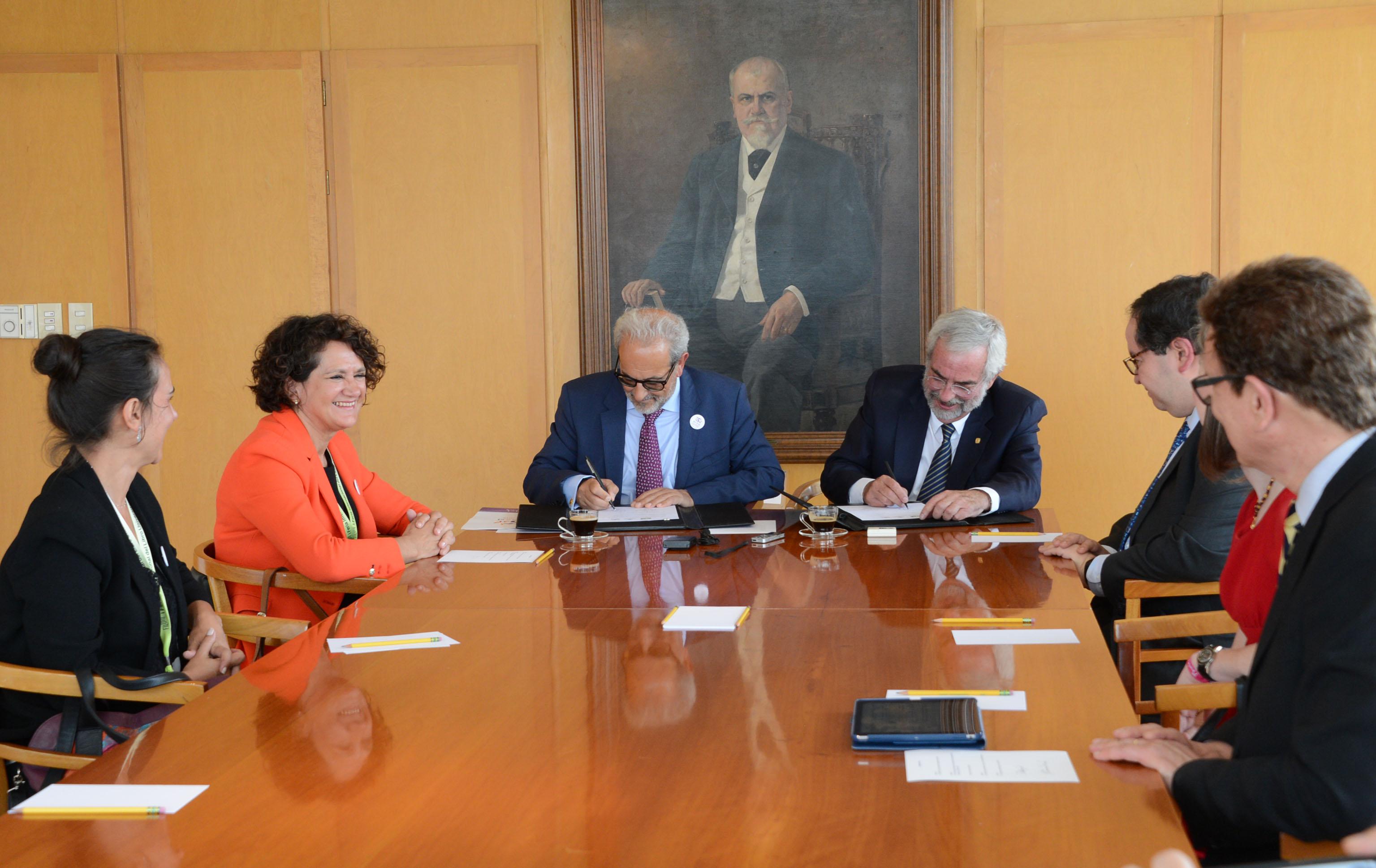 Los rectores de la USAL y UNAM firman un convenio de colaboración en la Rectoría.