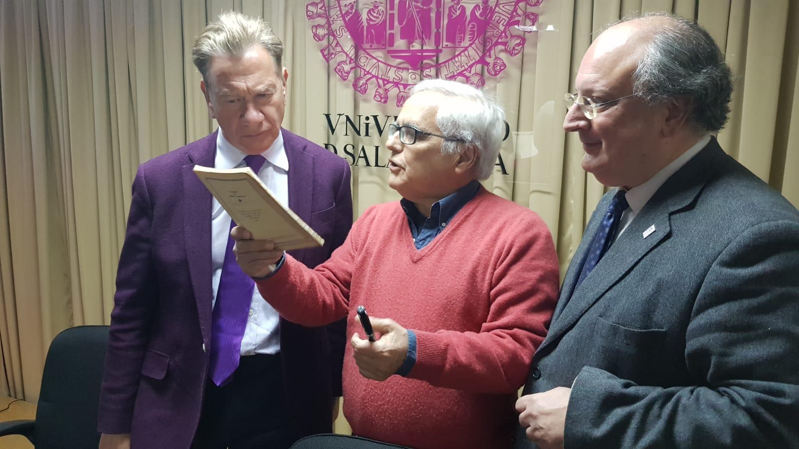 El exministro británico Michael Portillo rememora la figura de su padre, periodista y poeta exiliado en Londres, con motivo del VIII Centenario de la  Universidad