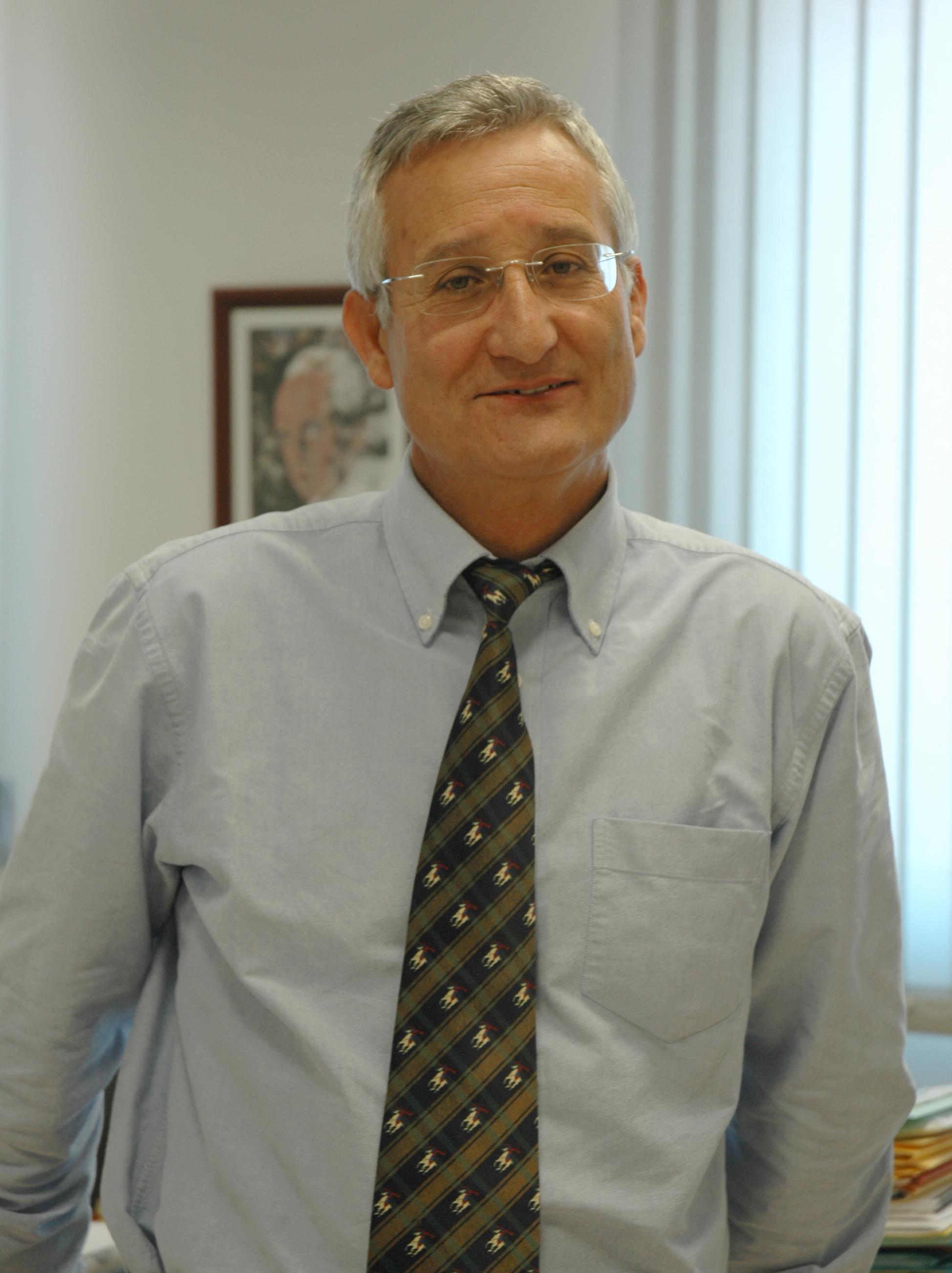 El investigador del Centro de Investigación del Cáncer Eugenio Santos galardonado con el premio FUNDALUCE 2012