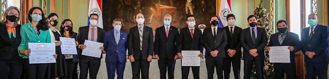 Entrega de los premios en el Palacio de Gobierno de Paraguay