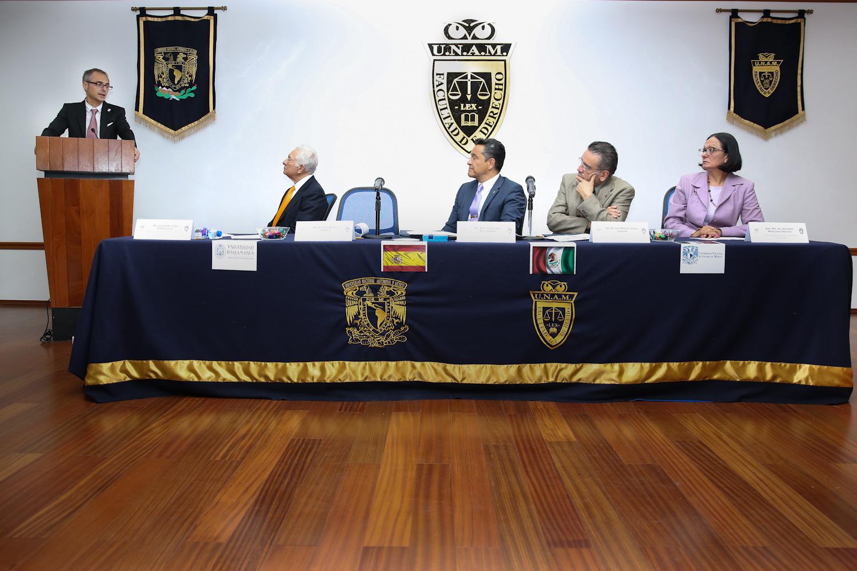 Ricardo Rivero recibe la 'Medalla Isidro Fabela' de la Facultad de Derecho de la Universidad Nacional Autónoma de México