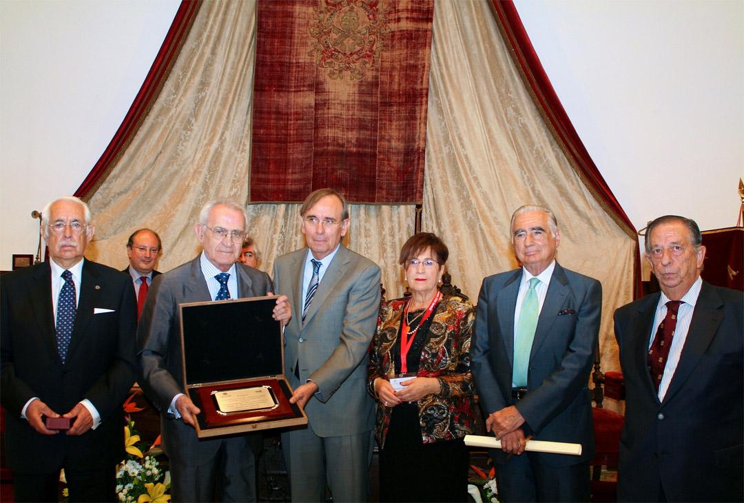La Asociación de Antiguos Alumnos y Amigos de la Universidad de Salamanca manifiesta su profunda tristeza por el fallecimiento de Adolfo Suárez