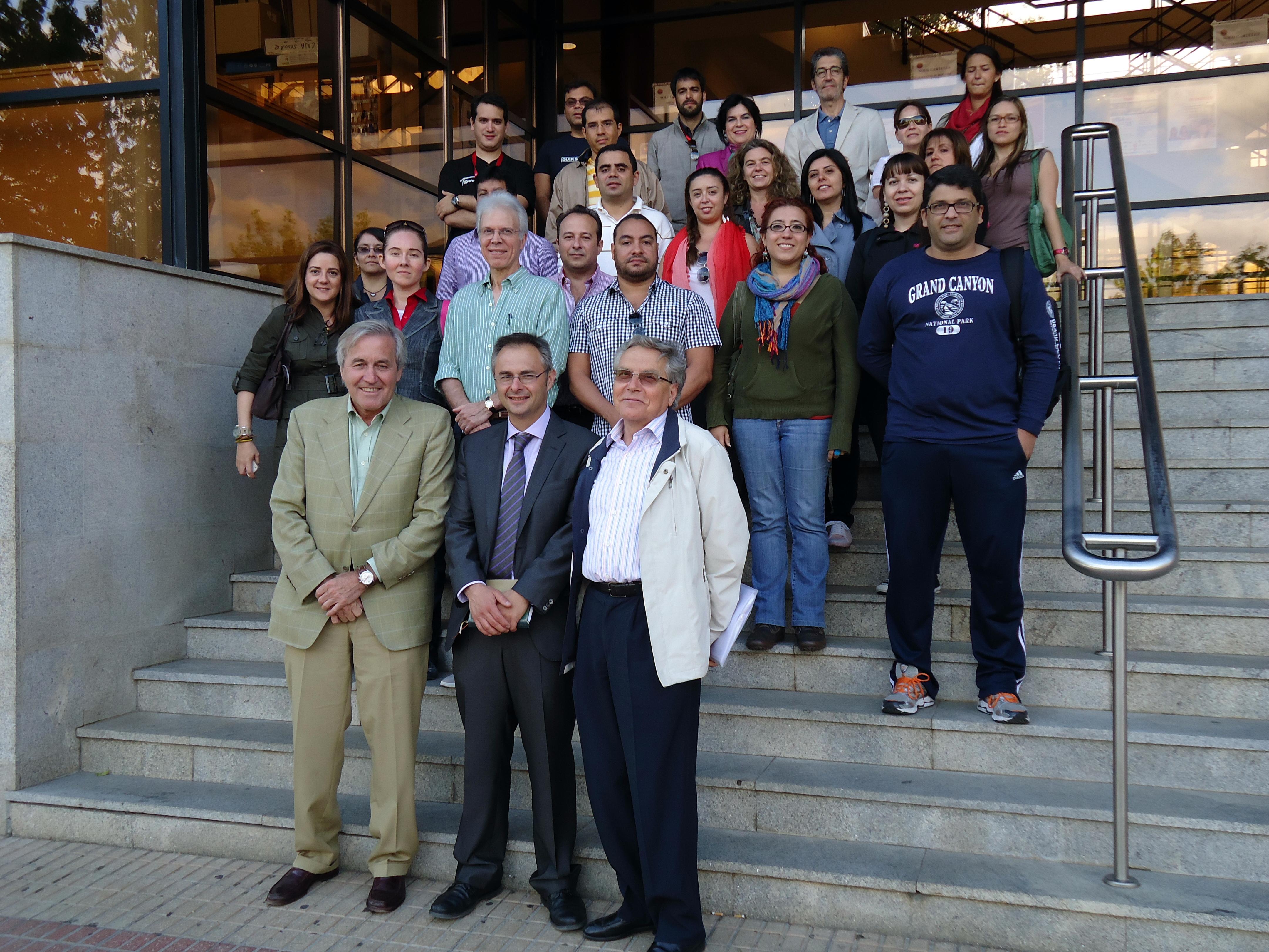 El decano de Derecho recibe a los estudiantes de la XXXI edición de los Cursos de Especialización en Derecho