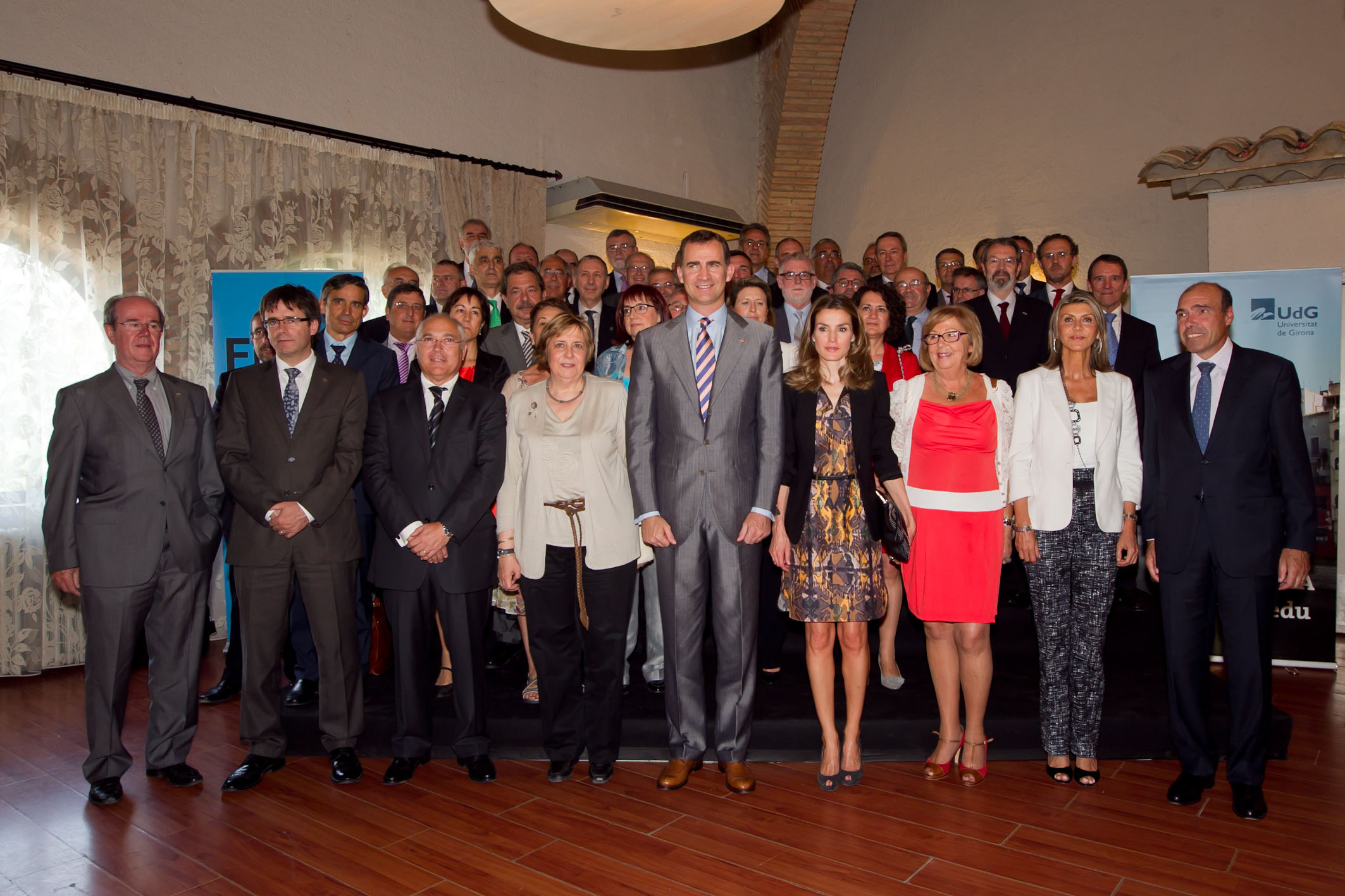 Asistentes a la Asamblea General de la CRUE en la foto de familia con los Príncipes de Asturias