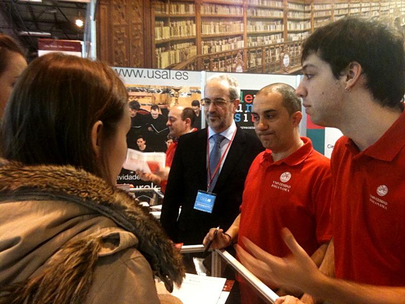 El rector y la vicerrectora de Estudiantes asisten a la Feria AULA