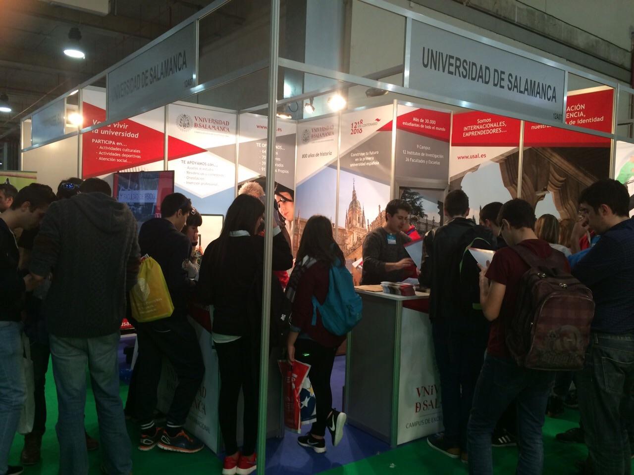 El estand de la Universidad de Salamanca en AULA 2015 recibe la visita de centenares de estudiantes interesados en conocer su oferta académica