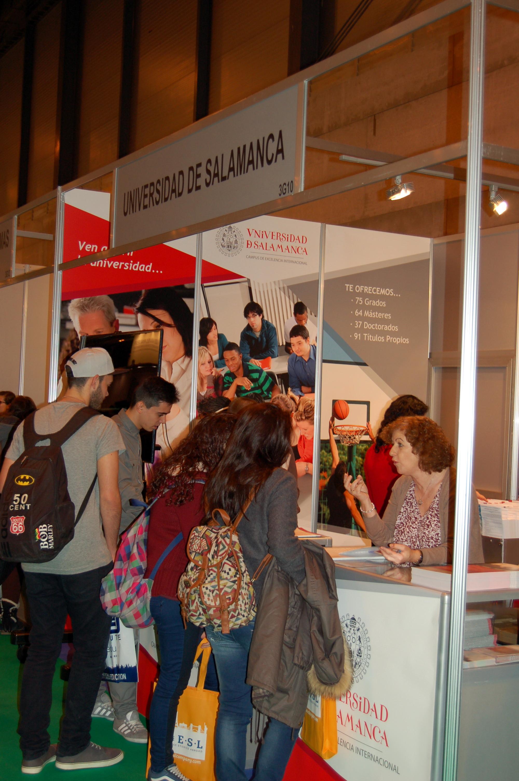 El estand de la Universidad de Salamanca en AULA 2014 recibe la visita de centenares de estudiantes interesados en conocer su oferta académica