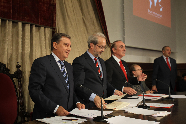 La Universidad de Salamanca y Banco Santander entregan 171 becas internacionales