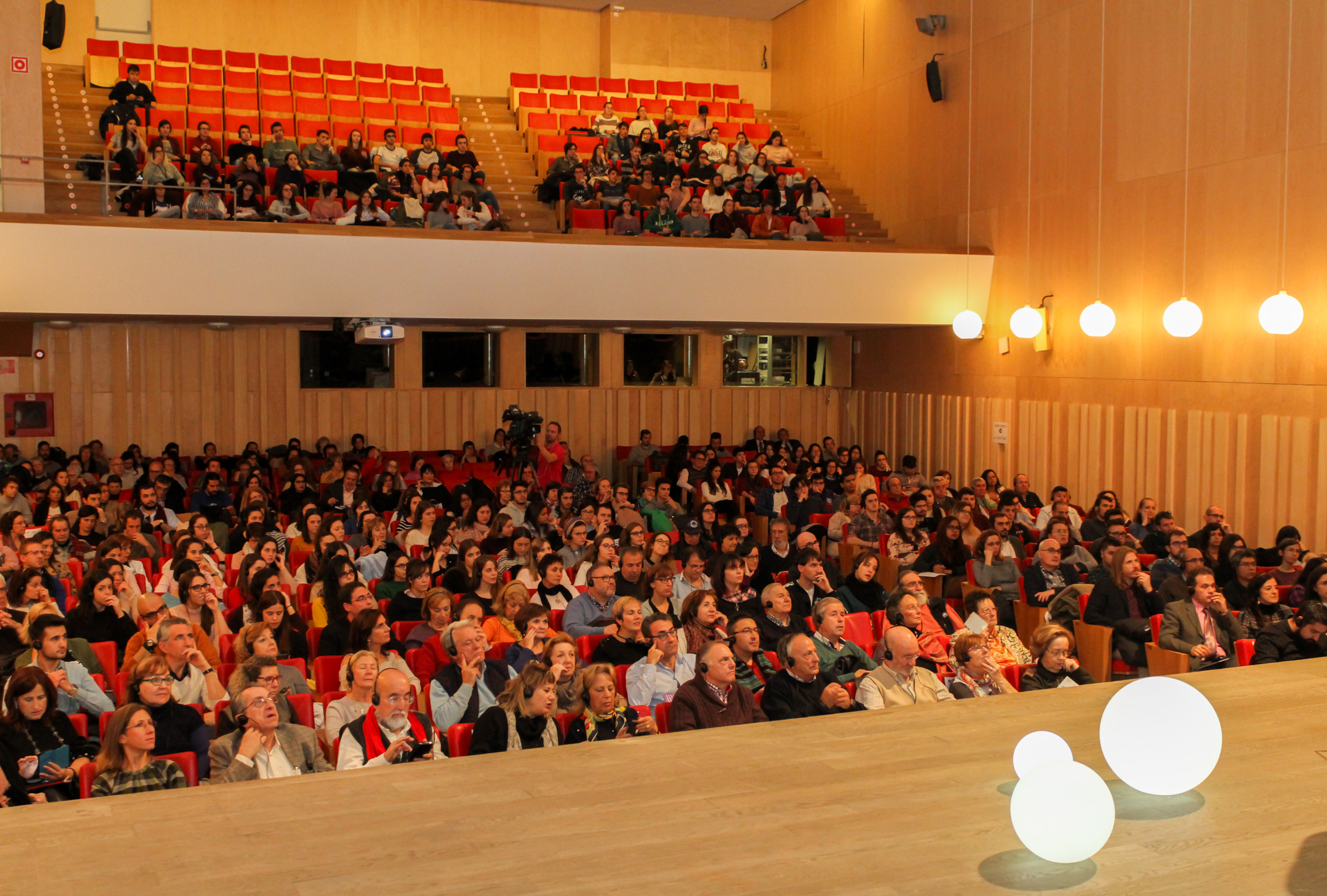 El reconocido científico Aubrey de Grey e Iñaki López (La Sexta Noche) inauguran el ciclo 'Conversaciones en Salamanca: comprendiendo el envejecimiento', en el marco del proyecto europeo CENIE de la Fundación General