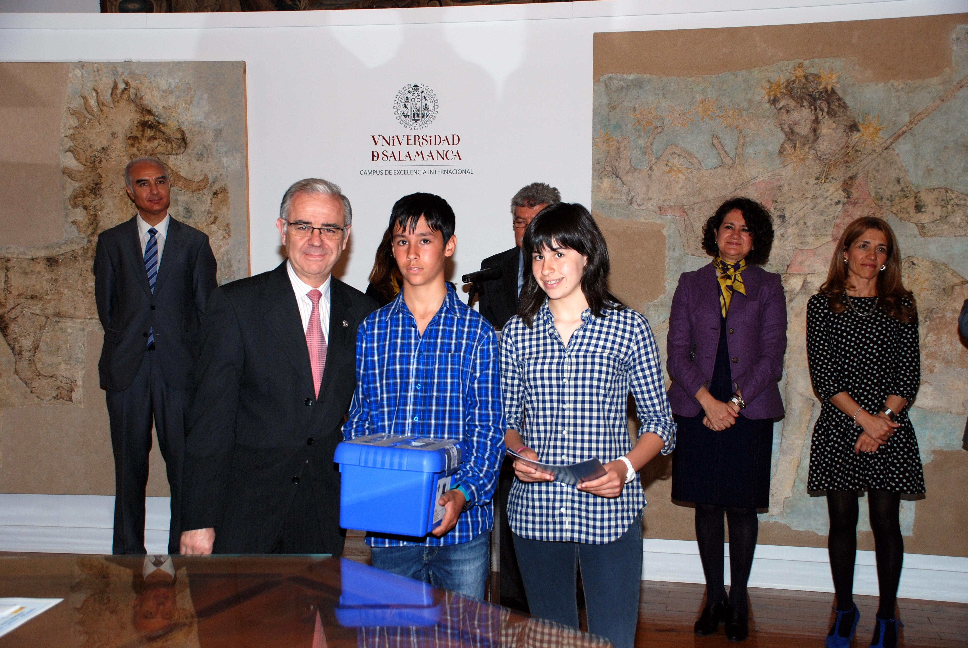 """La Universidad de Salamanca entrega de los premios del concurso escolar de ideas """"Investiga, conoce y cuida el agua"""""""