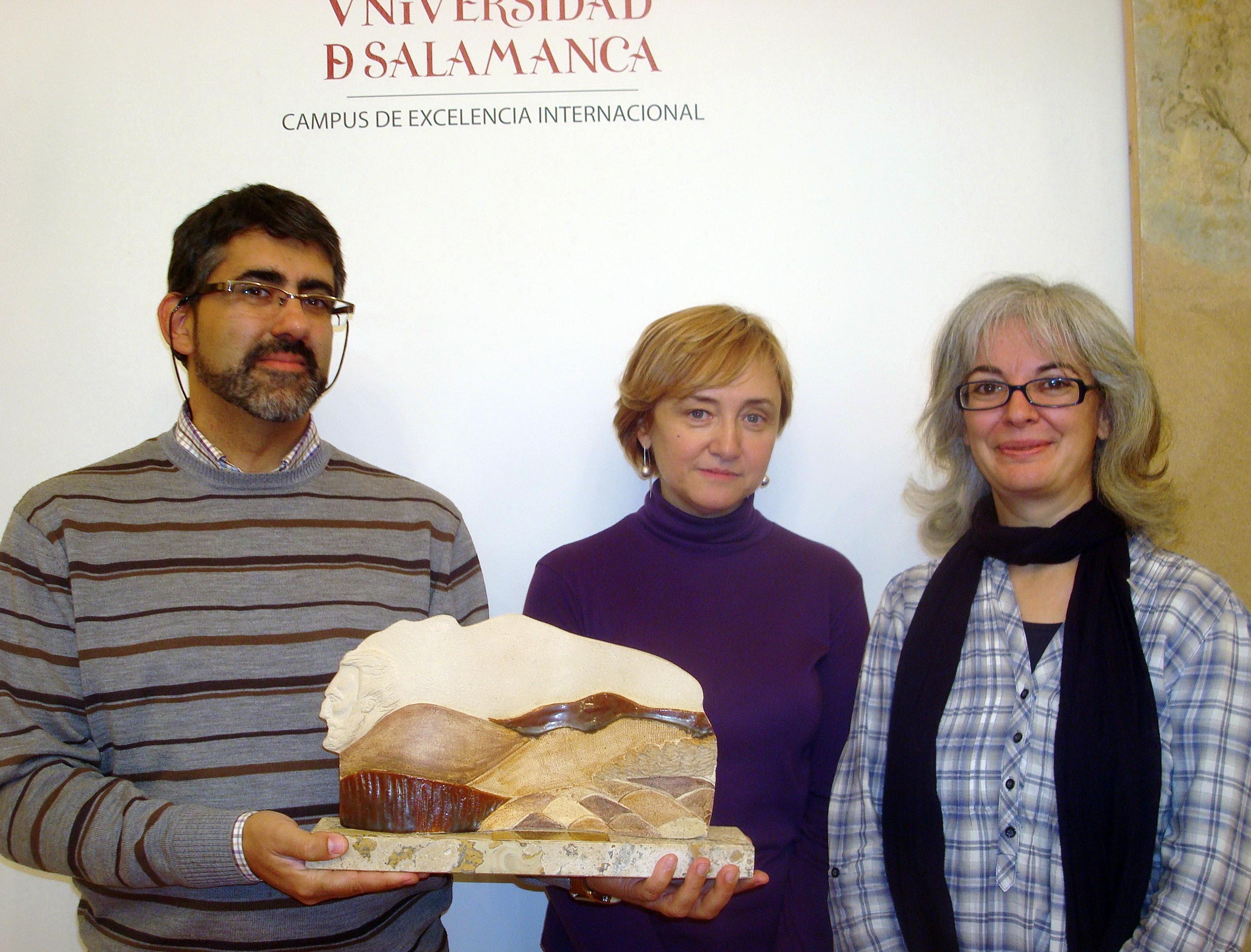 """La Casa-Museo Unamuno recibe la donación de una pieza de cerámica titulada """"Unamuno en la cima"""" de la artista salmantina Ana Jiménez"""