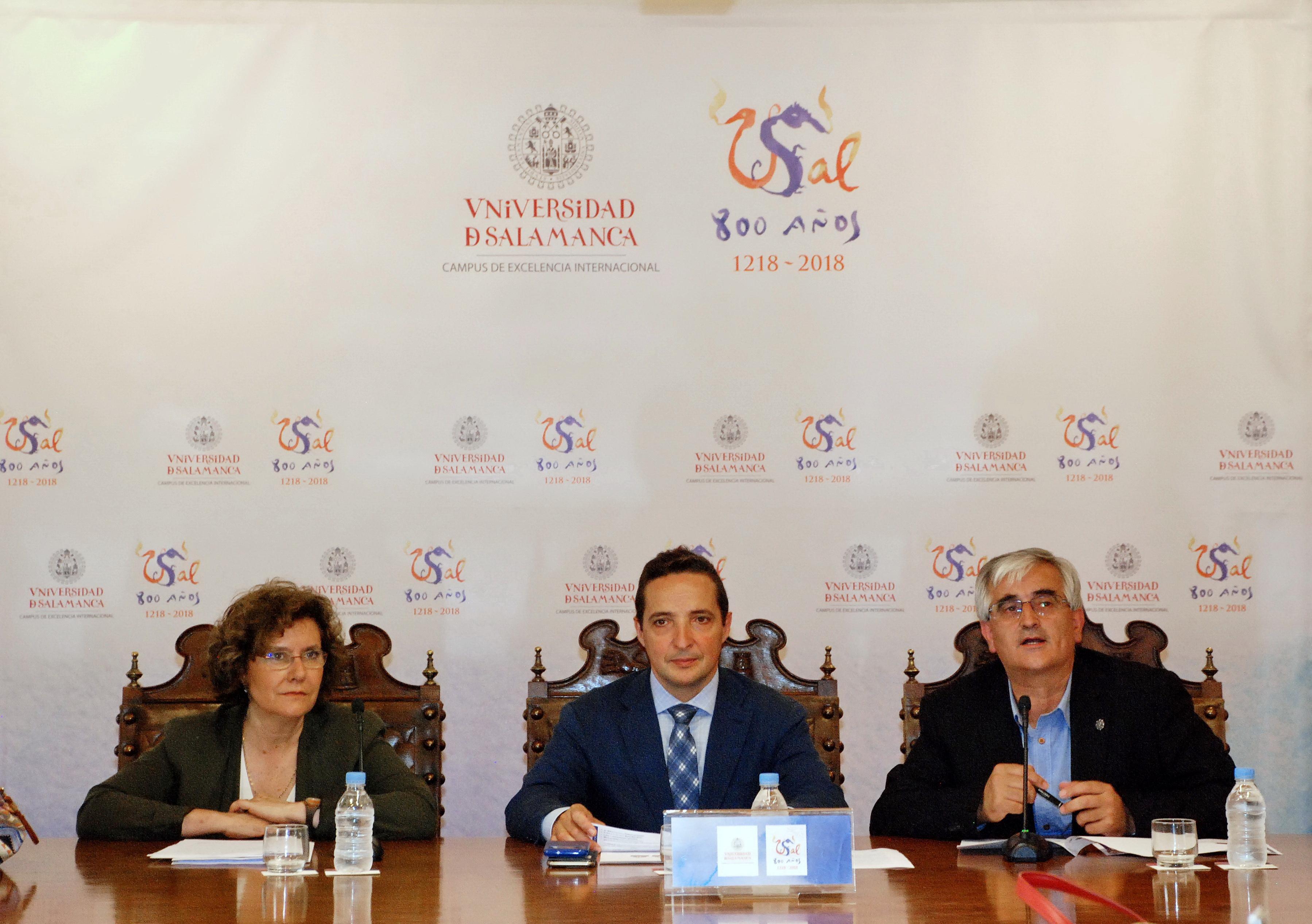 La Universidad de Salamanca cede tres libros de su fondo histórico a la exposición 'Cervantes, lengua del alma'