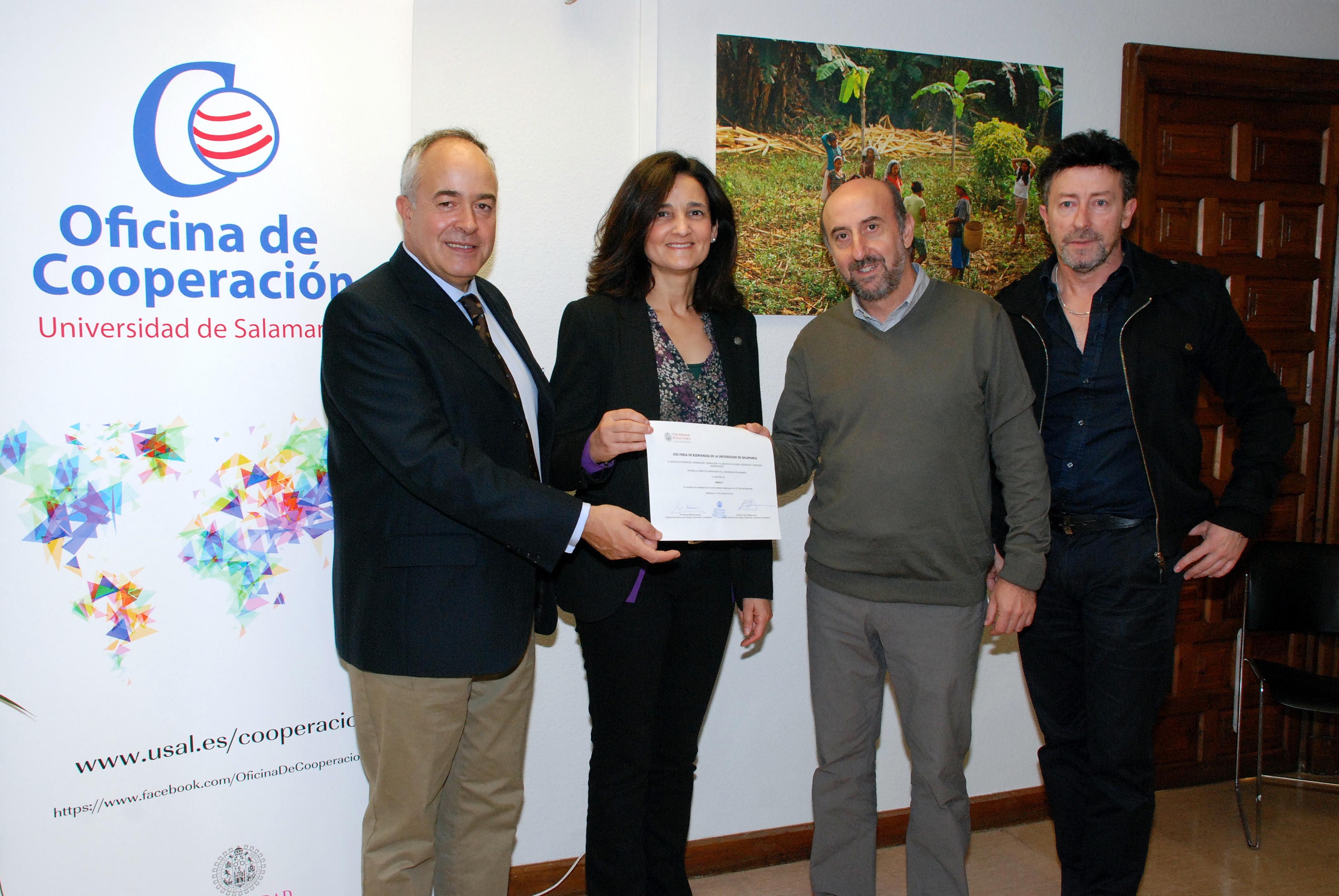 La Oficina de Cooperación de la Universidad de Salamanca recibe la recaudación de la campaña 'Bocadillo solidario'