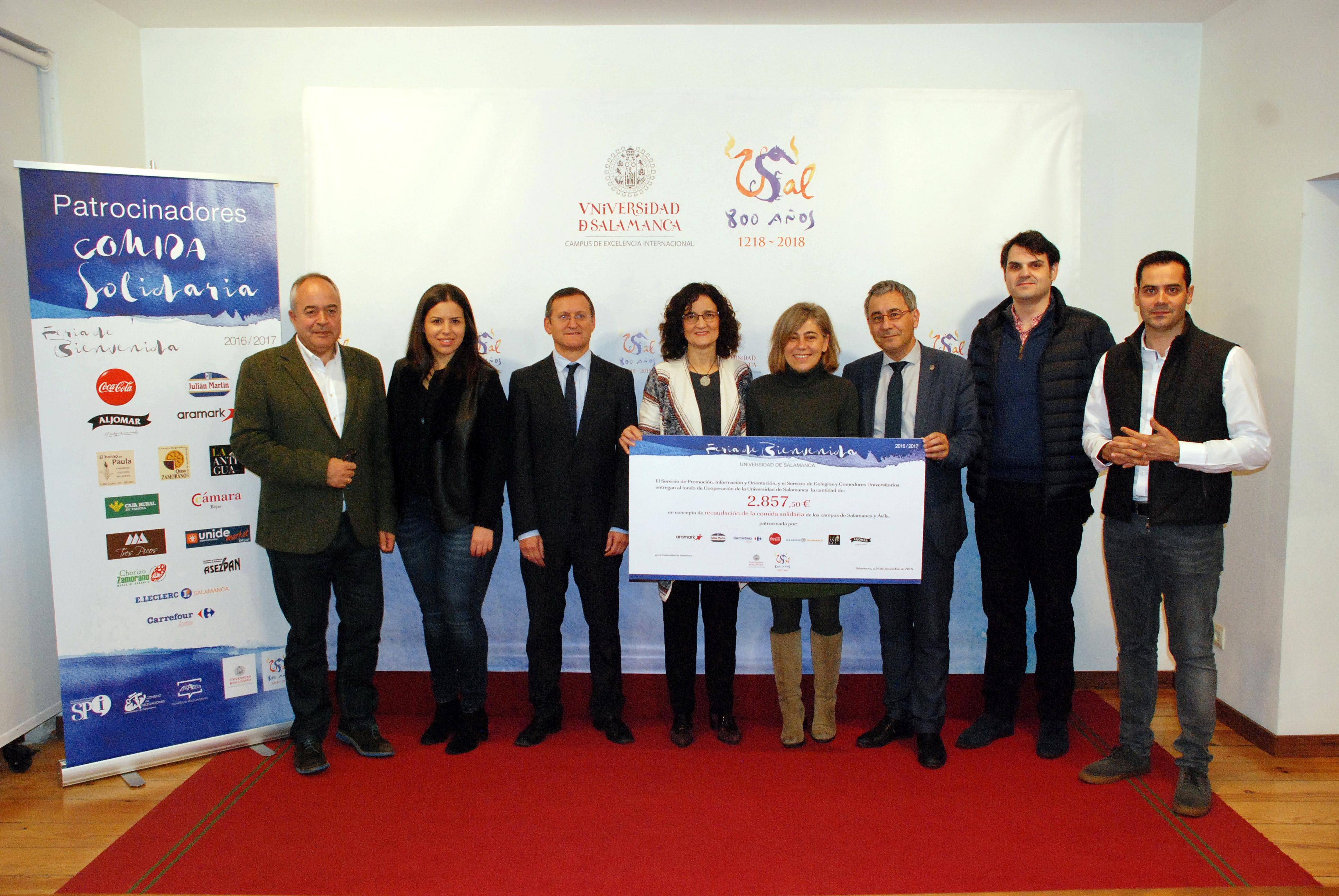 La Universidad recibe más de 2800 euros para su Fondo de Cooperación obtenidos en el 'Bocadillo Solidario'