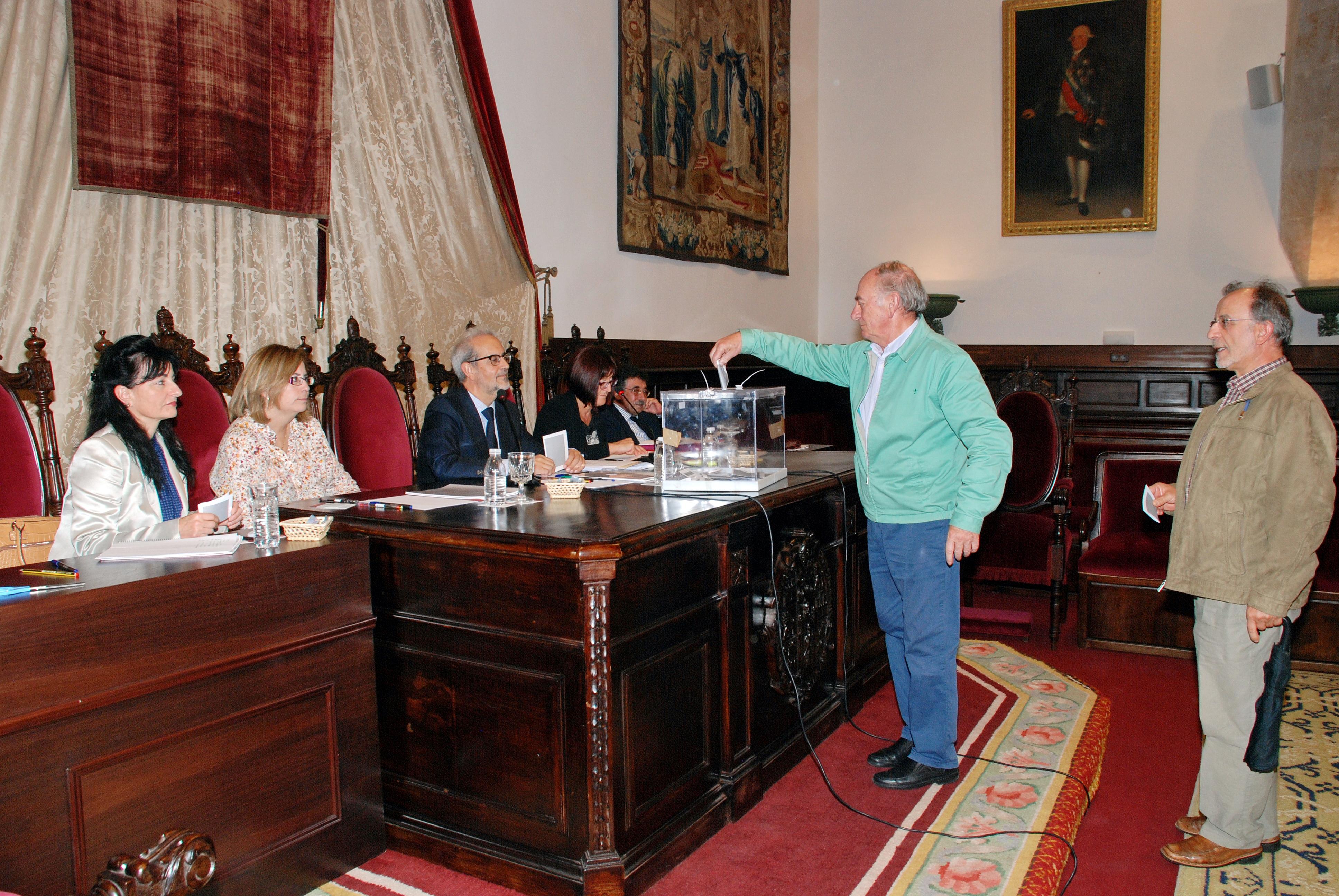 El Claustro de Doctores de la Universidad de Salamanca aprueba el doctorado honoris causa de Víctor García de la Concha y José Narro