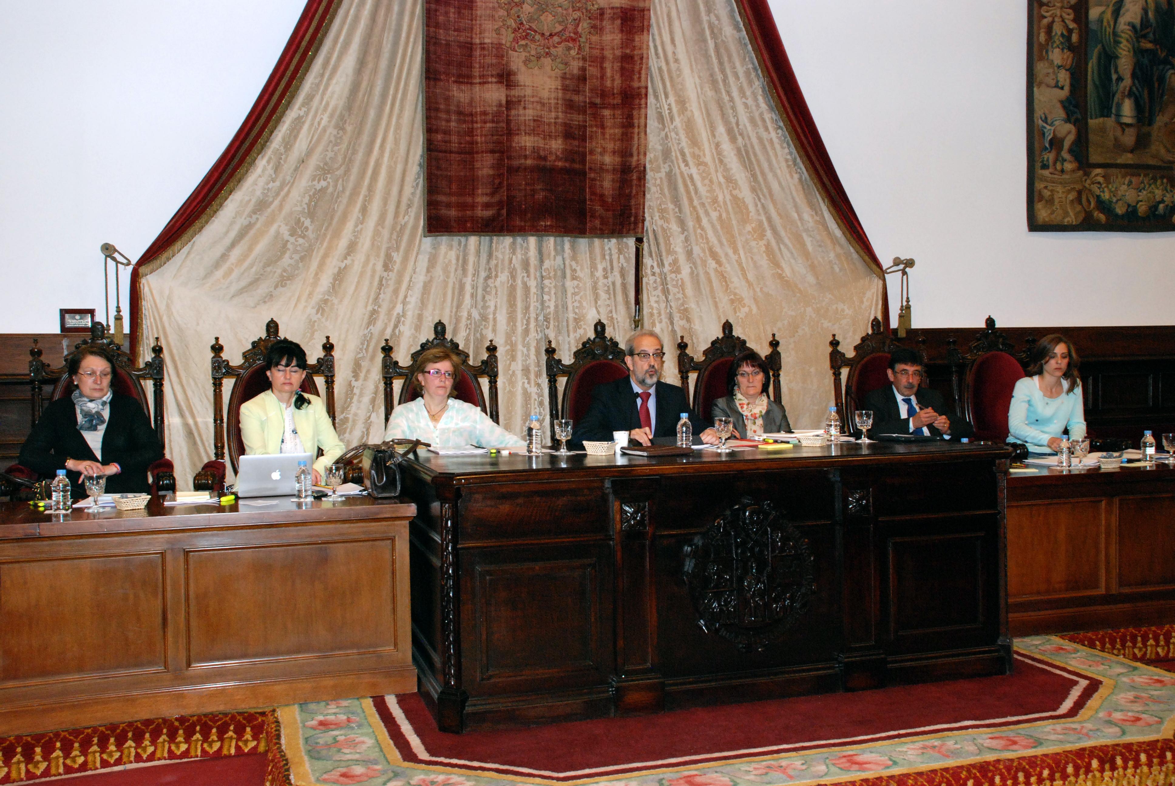 El rector de la Universidad de Salamanca hace balance de la gestión del equipo de gobierno durante el actual curso académico