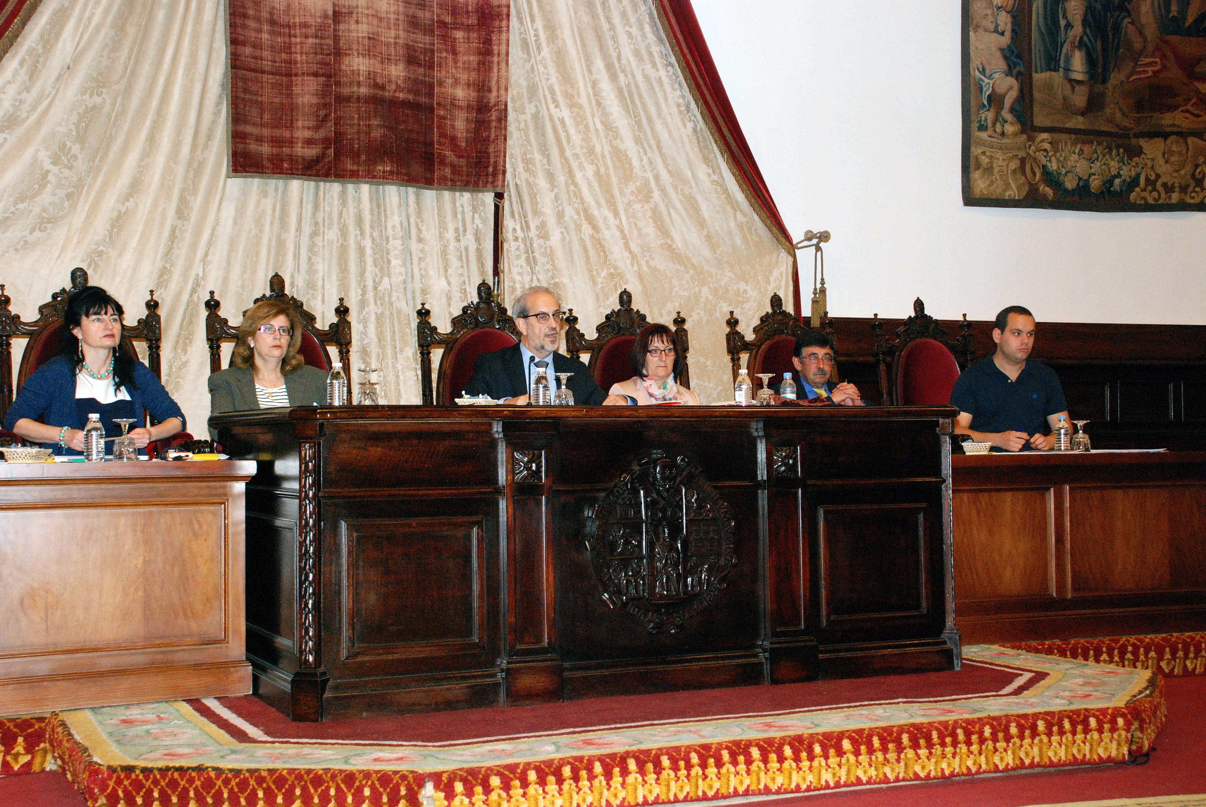 El rector destaca en el Claustro la fortaleza económica de la Universidad de Salamanca y el impulso a la política de internacionalización