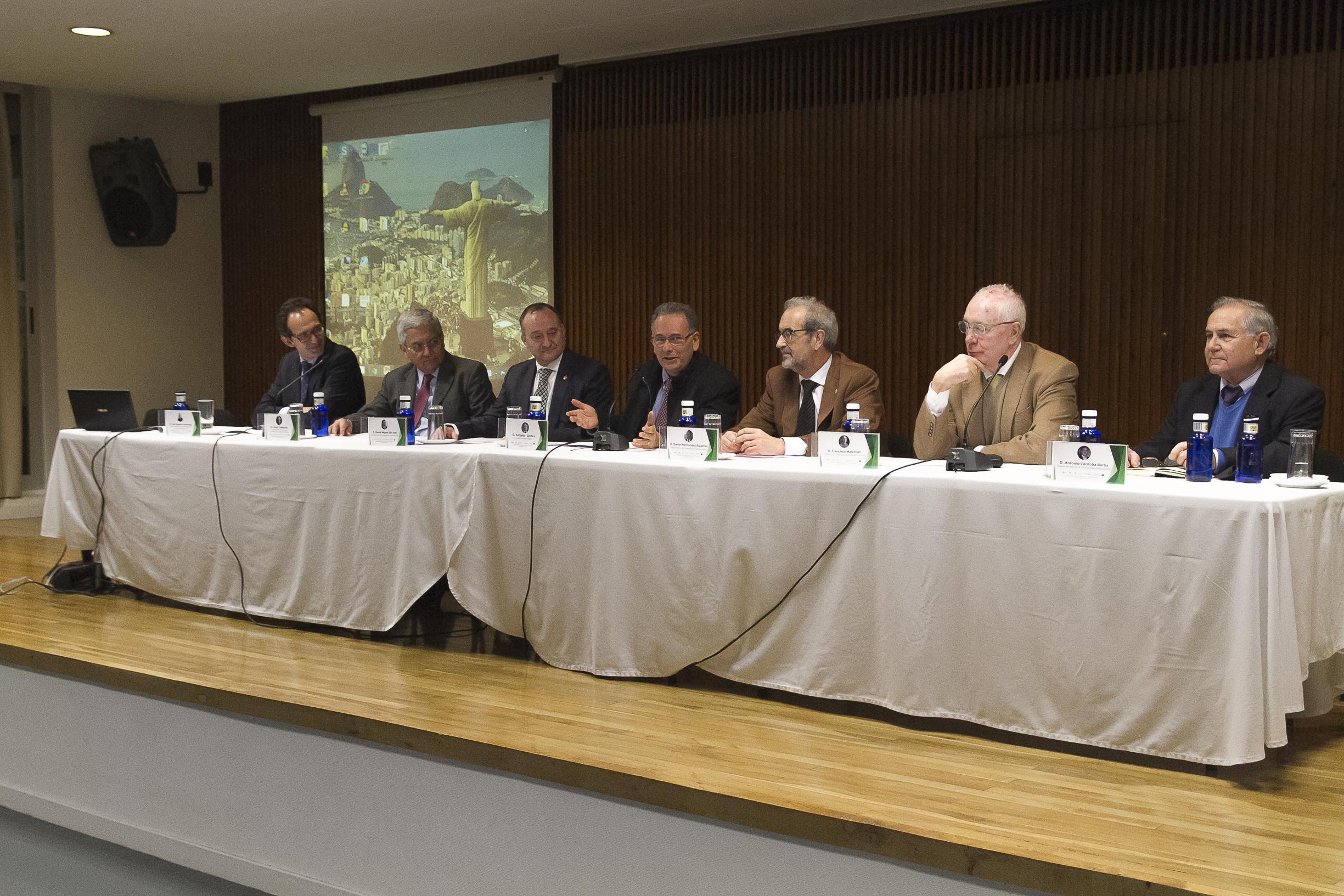 El rector, Daniel Hernández Ruipérez, participa en Madrid en la mesa redonda 'La cooperación científica Brasil-España: las ciencias matemáticas'