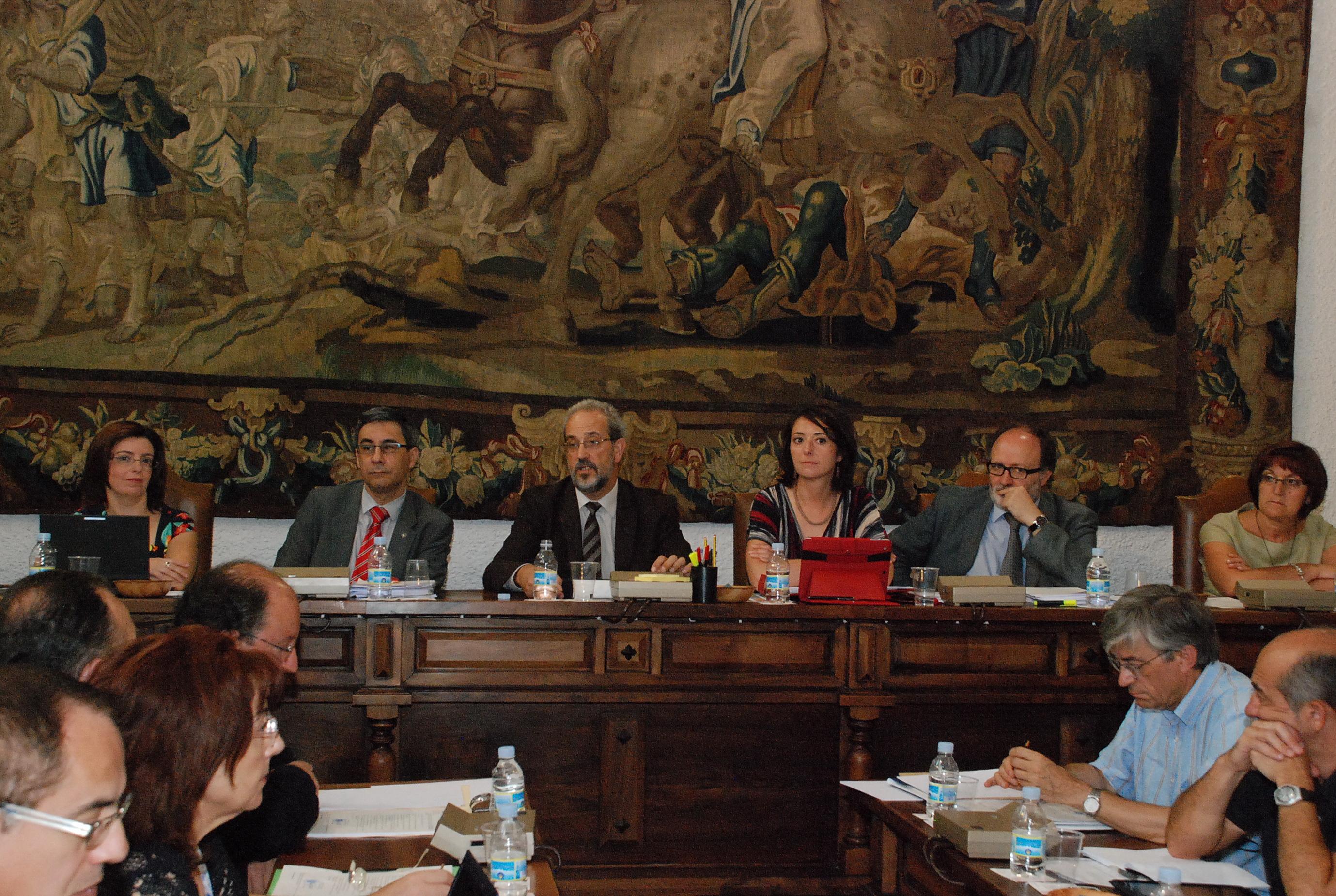 El Consejo de Gobierno de la Universidad de Salamanca celebra el último pleno del curso lectivo