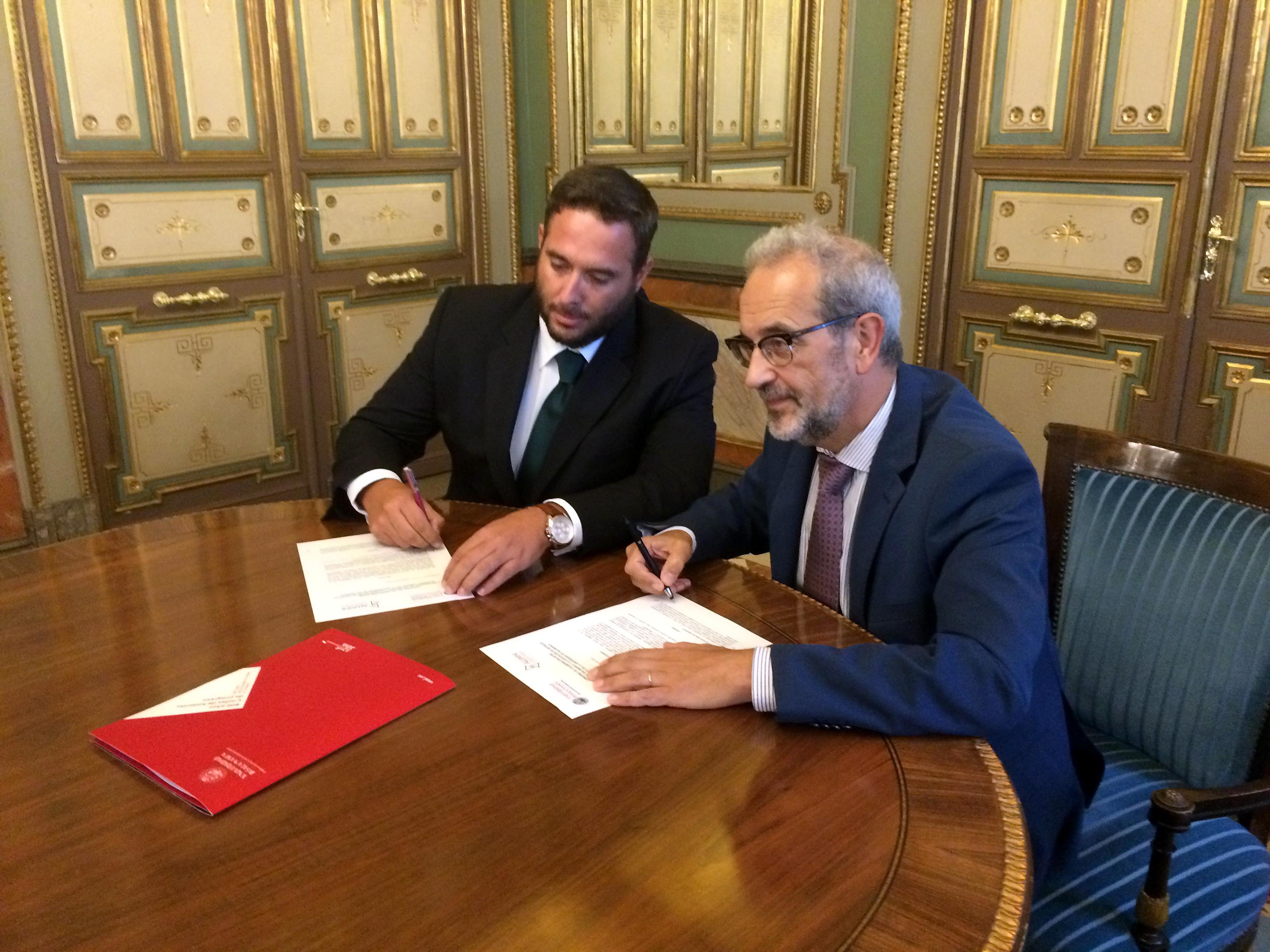 La Universidad de Salamanca y Alumni-Universidad de Salamanca suscriben un convenio para fomentar la vinculación de sus antiguos alumnos e impulsar el desarrollo de actividades conjuntas