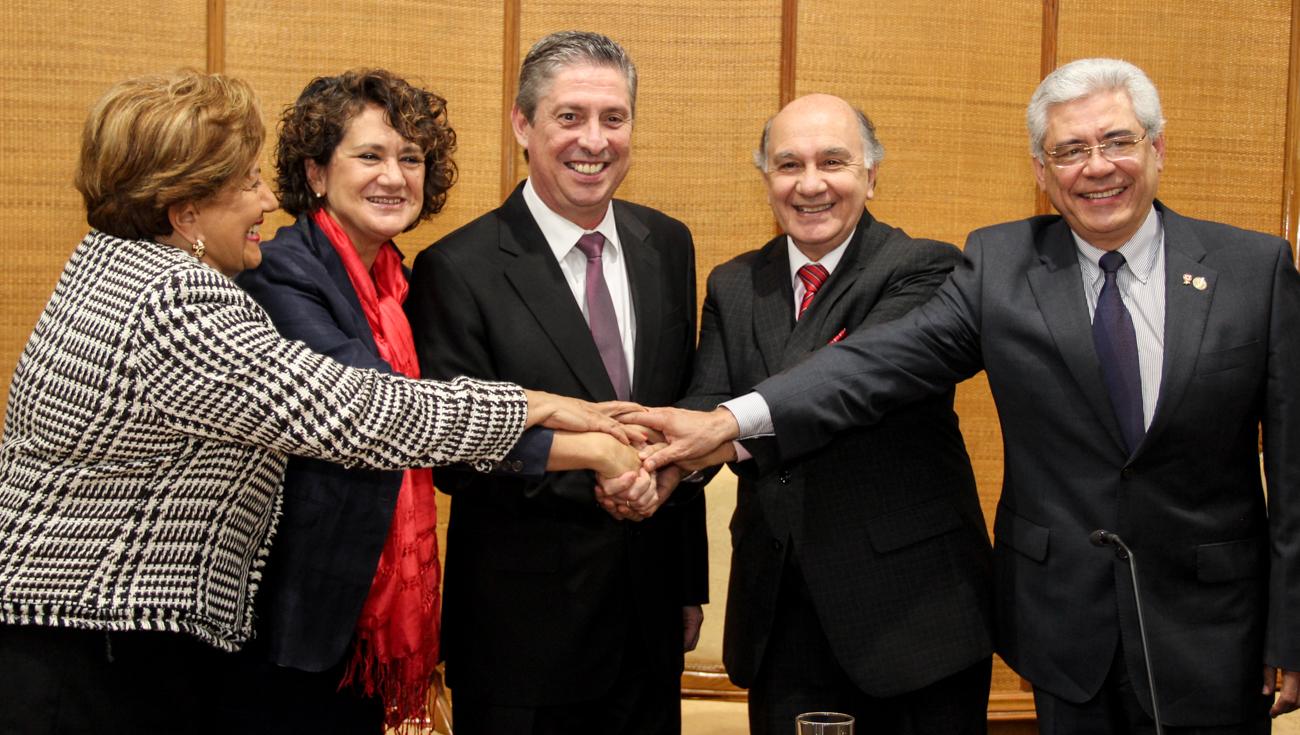 La Universidad de Salamanca y la Fundación Fundapueblos de Paraguay firman un convenio para formar a ediles y personal de las administraciones municipales paraguayas