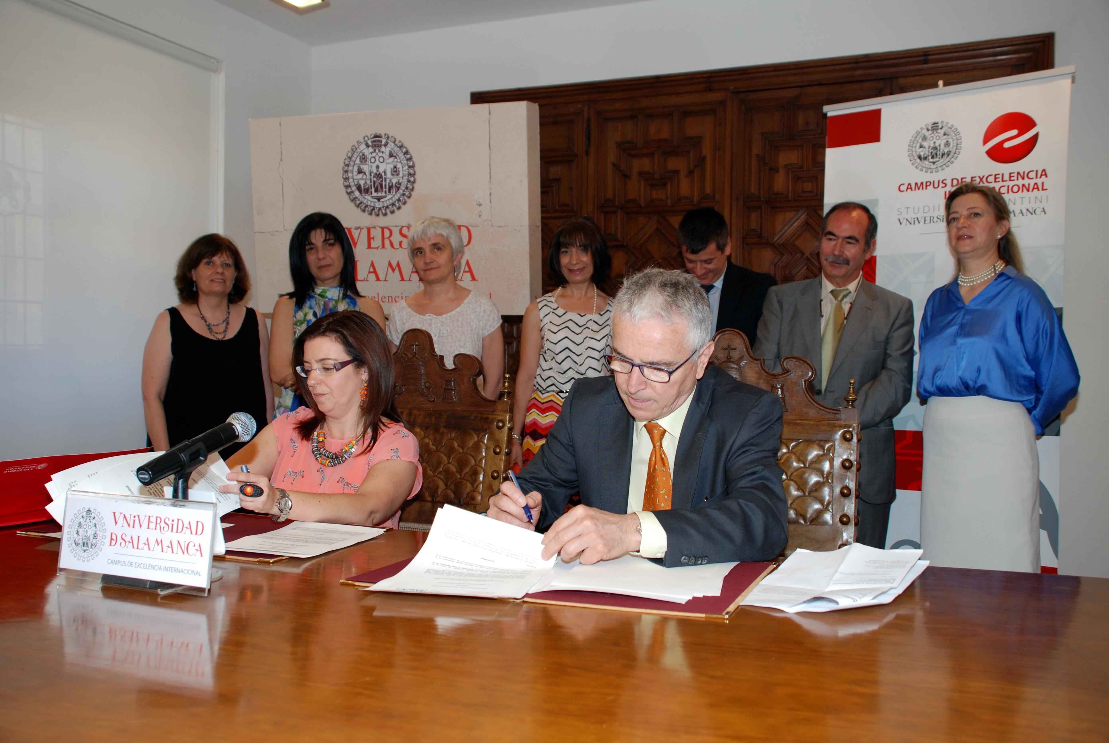 La Universidad de Salamanca y la Embajada de Francia firman un convenio para la gestión de los diplomas oficiales DELF/DALF de lengua francesa