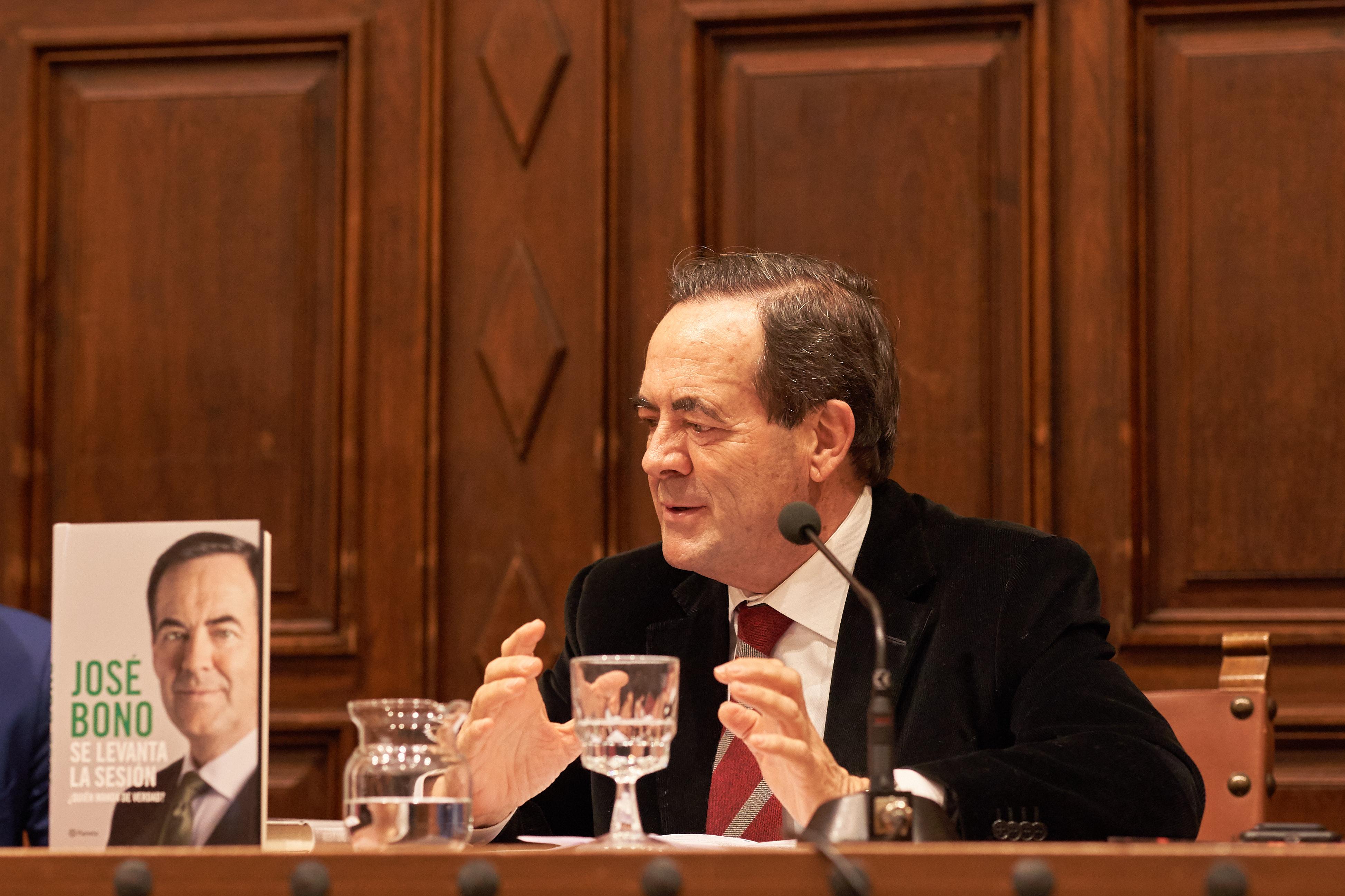 El expresidente del Congreso y exministro socialista José Bono cuenta la trastienda del poder en su libro 'Se levanta la sesión'