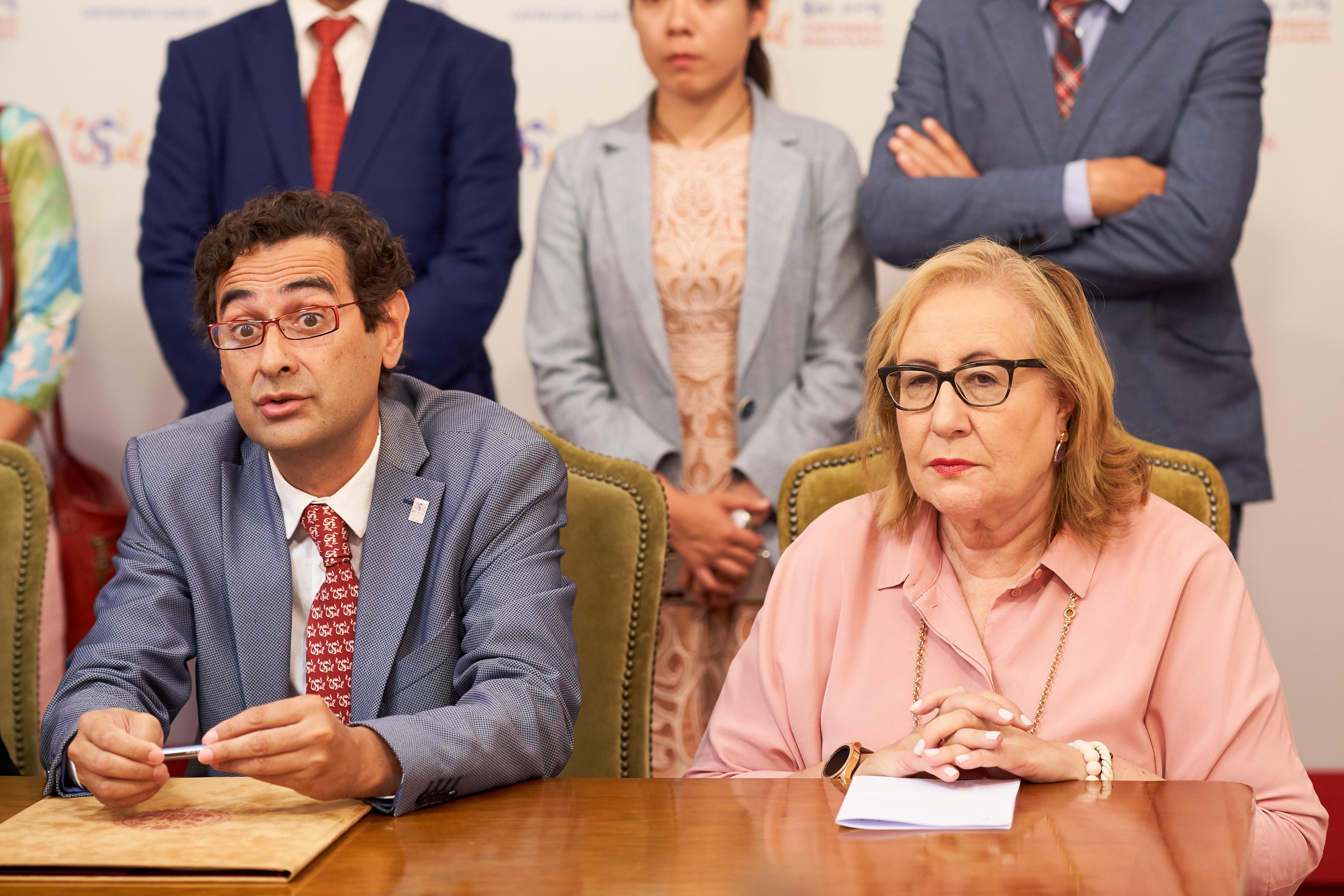 José Miguel Sánchez Llorente, consejero delegado de Cursos Internacionales, y Teresa Blanco Martín, vicesecretaria general
