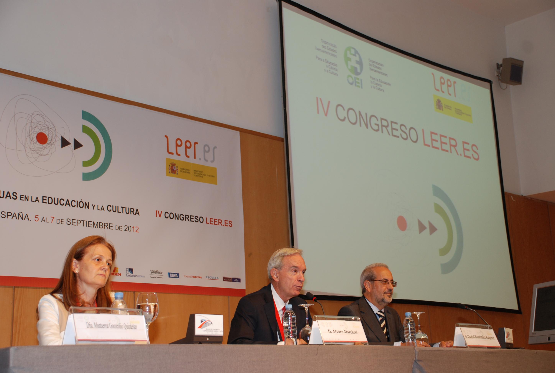 El rector da la bienvenida a los asistentes al Congreso Iberoamericano de las Lenguas en la Educación y en la Cultura