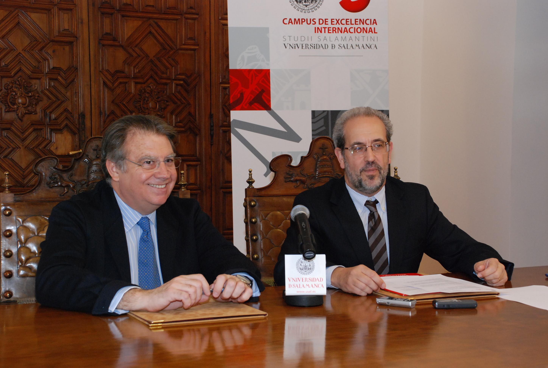 Jaime Siles Ruiz y Daniel Hernández Ruipérez, tras la firma del convenio