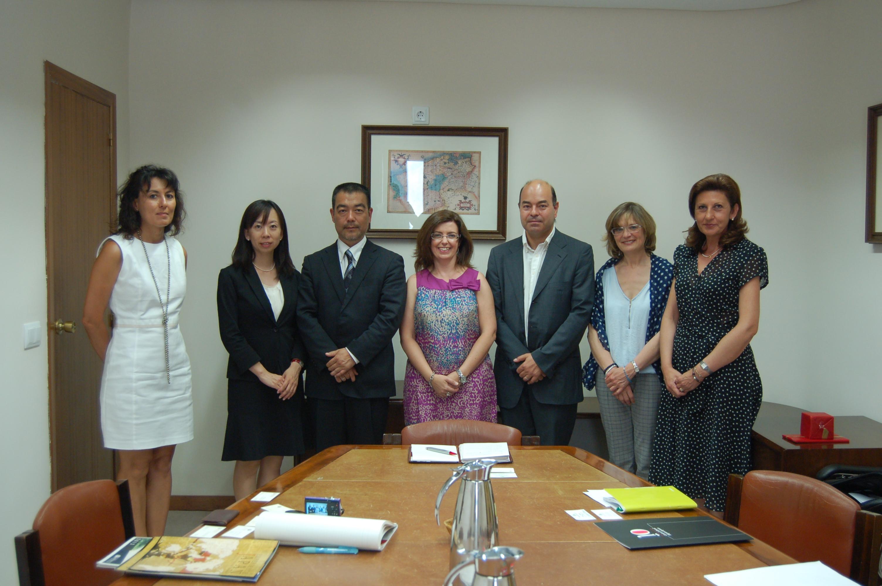 La vicerrectora de Relaciones Internacionales e Institucionales recibe a una delegación de la universidad japonesa Akita International