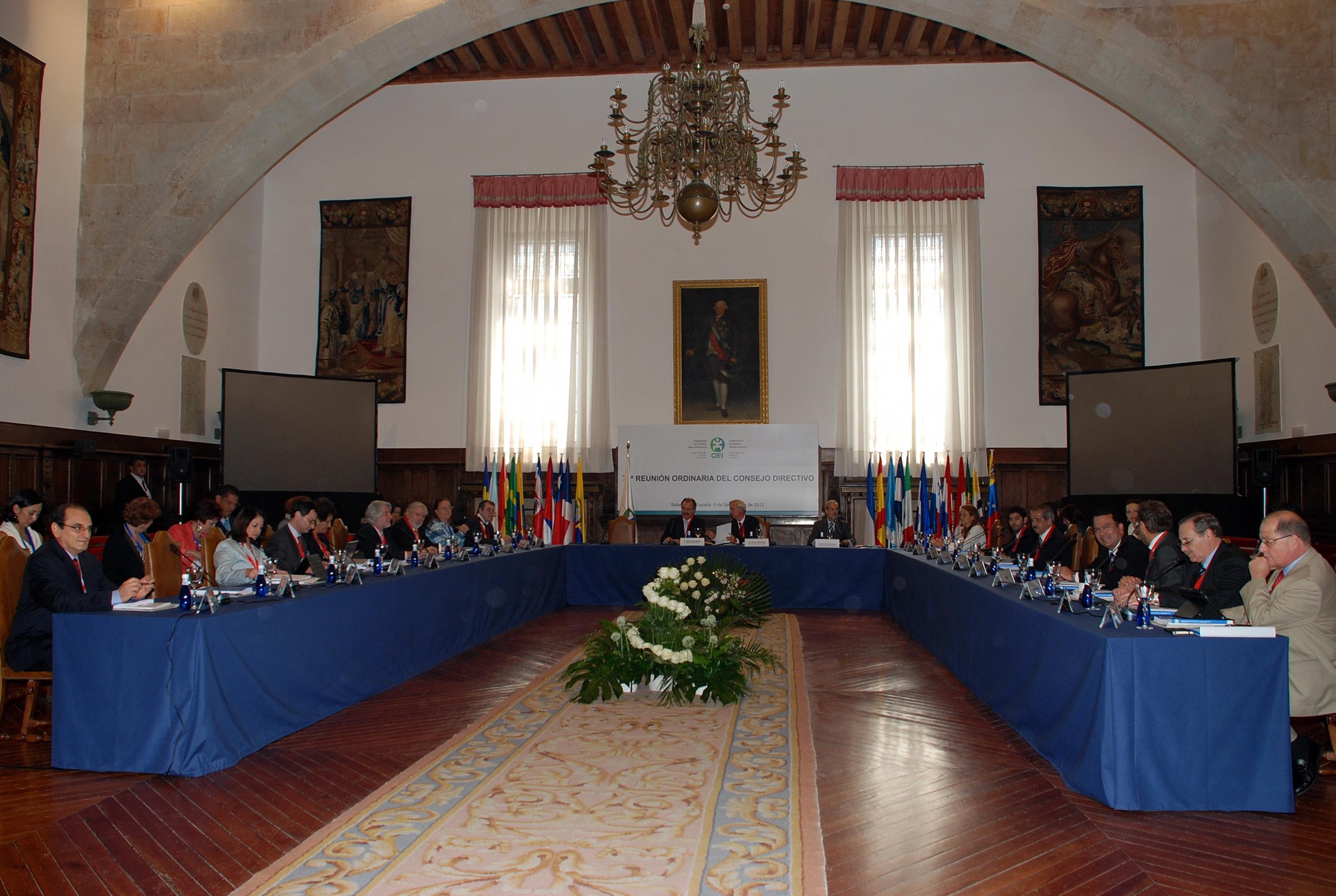 El rector da la bienvenida a los miembros del Consejo Directivo de la Organización de Estados Iberoamericanos para la Educación, la Ciencia y la Cultura