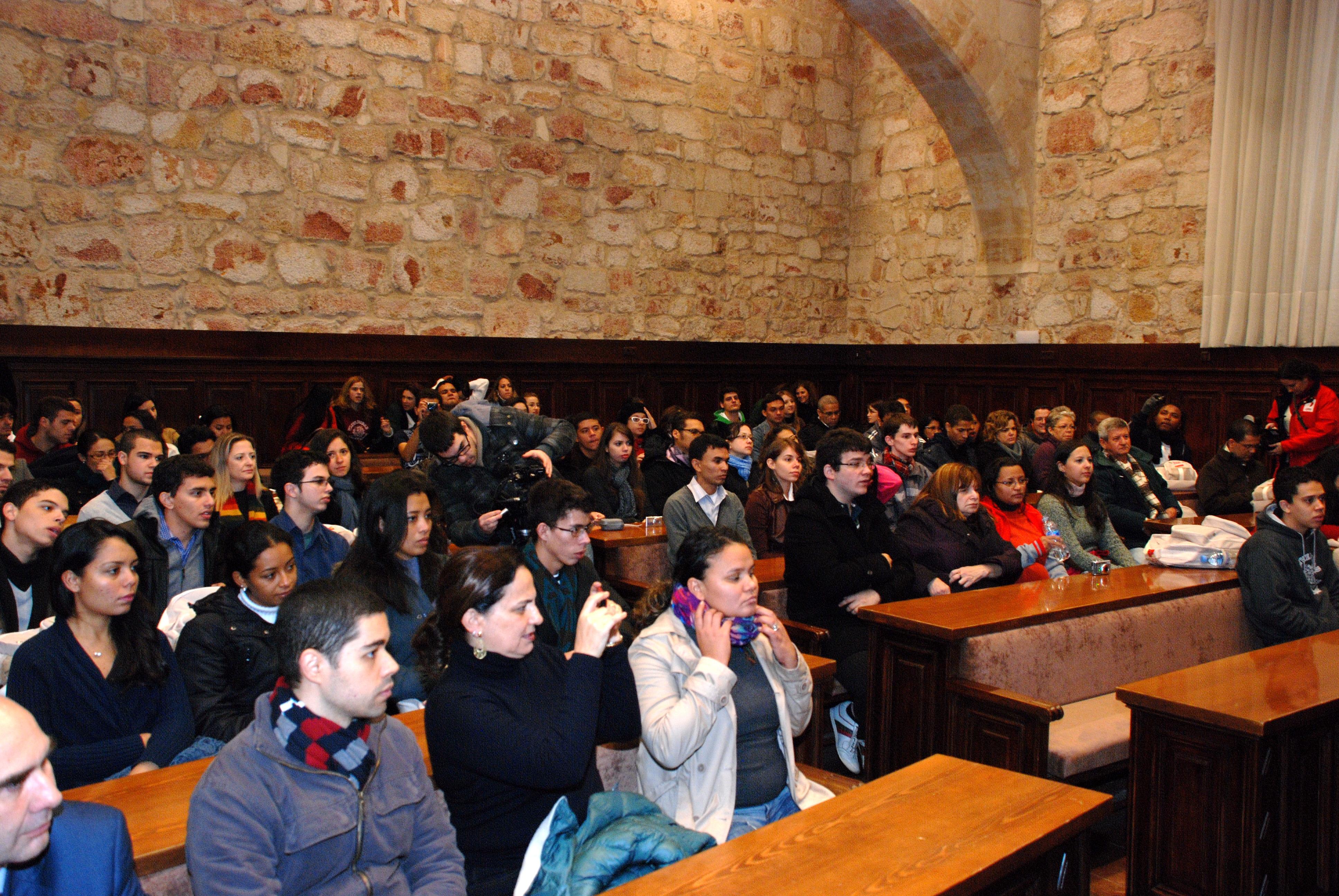 La vicerrectora de Estudiantes e Inserción Profesional recibe a los participantes en el programa Top España