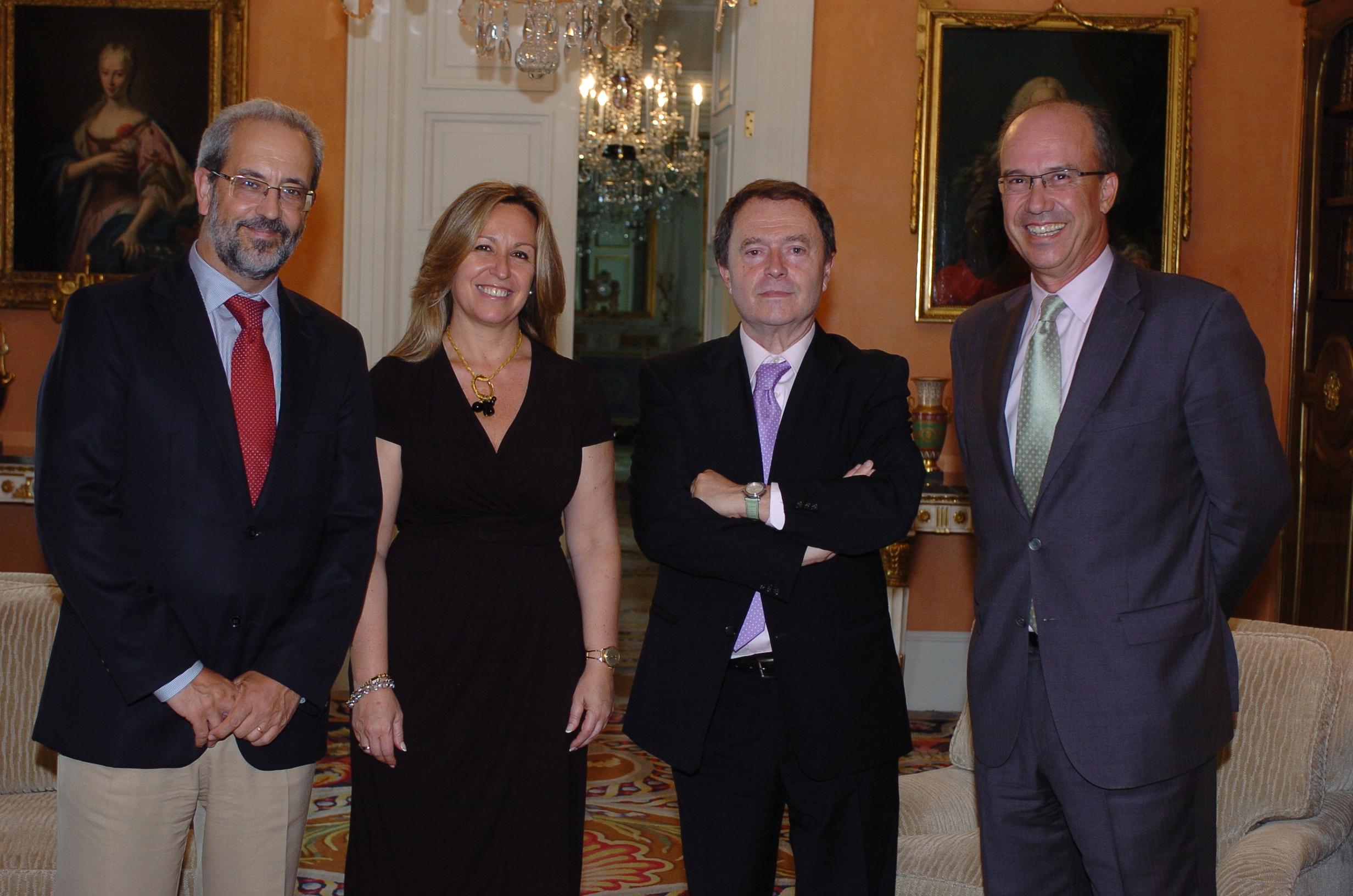 El rector y el director de la Oficina del VIII Centenario mantienen una reunión con la ministra de Asuntos Exteriores