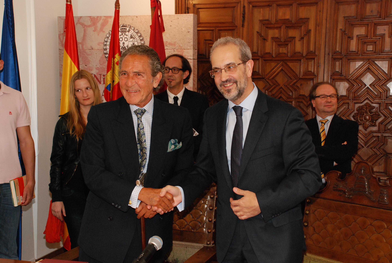 Saludo entre Daniel Hernández Ruipérez y Antonio Gala
