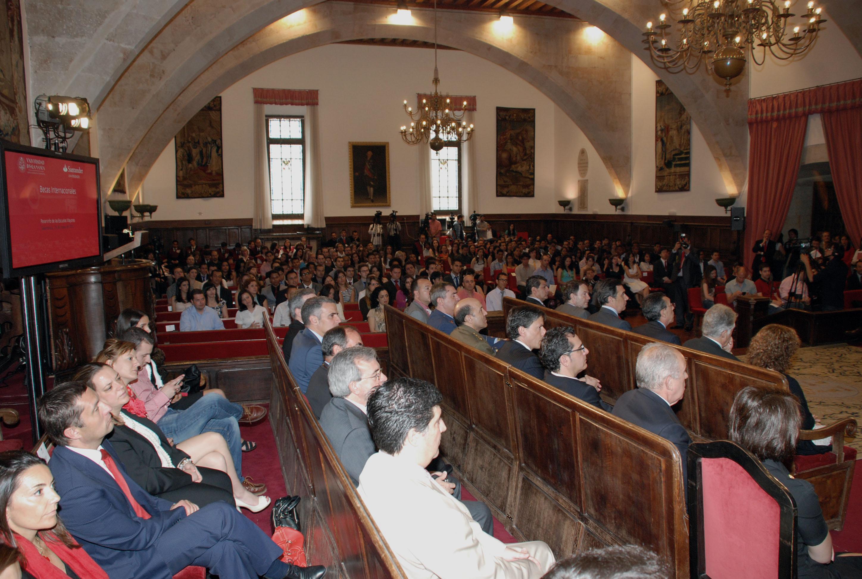 La Universidad de Salamanca y Banco Santander entregan sus becas internacionales
